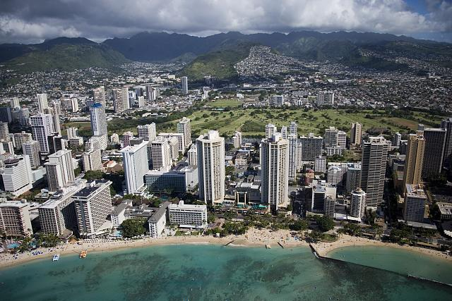 A Tour of Honolulu From Atop a Tiny Skateboard