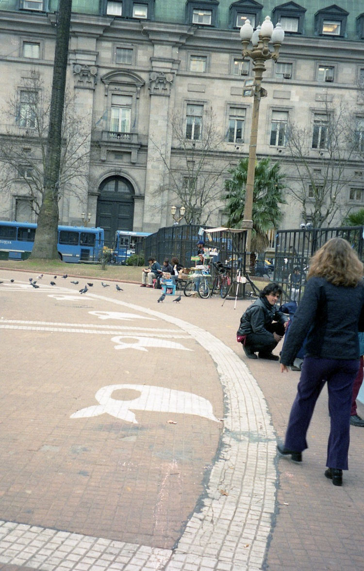 11 IMG Mothers Head Kerchiefs Plaza de Mayo 2002.jpg