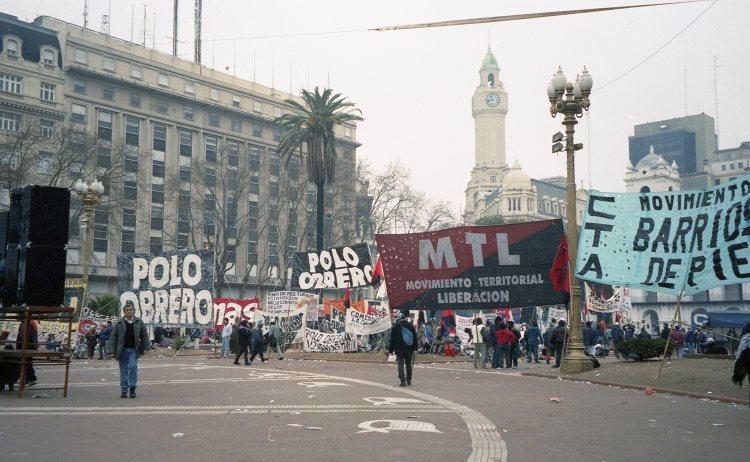12 IMG Protests Plaza de Mayo Pineda 2002.jpg