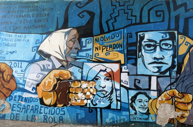 Graffiti art, Protest and Memory in the Plaza de Mayo, Buenos Aires city