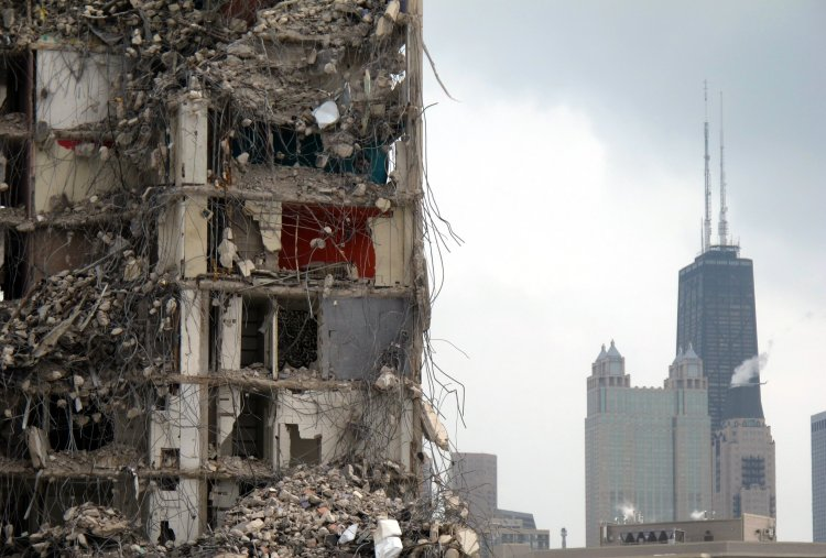 Cabrini_green_demolition_2