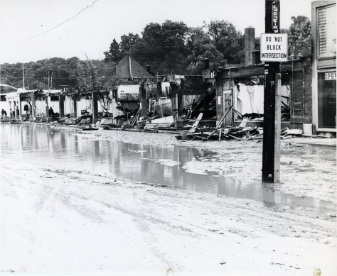 sampson121_arlandria_fourmilerun_flood_21jun1972_300